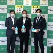 写真(左から):ENJOY JAPAN 代表取締役 瞿史偉、八王子市 石森市長、日宣 中国ビジネス開発室 室長 兼 ENJOY JAPAN 取締役 中山隆央